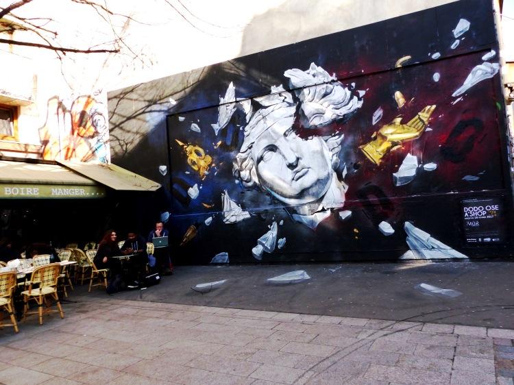 le mur street art in oberkampf